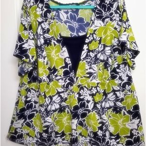 🍏Navy & Apple Floral Stretchy Blouse, Size 4X